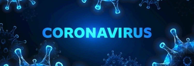 Een blauwe afbeelding waarin lichtbaluwe virusdeeltjes te zien zijn met in het midden de titel Coronavirus.